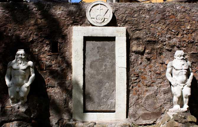 La porta alchemica di roma nemora - Porta magica piazza vittorio ...