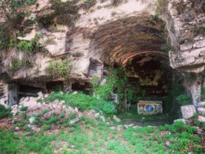 Cimitero del Romito di Monte Compatri, fra Santi e sepolcri